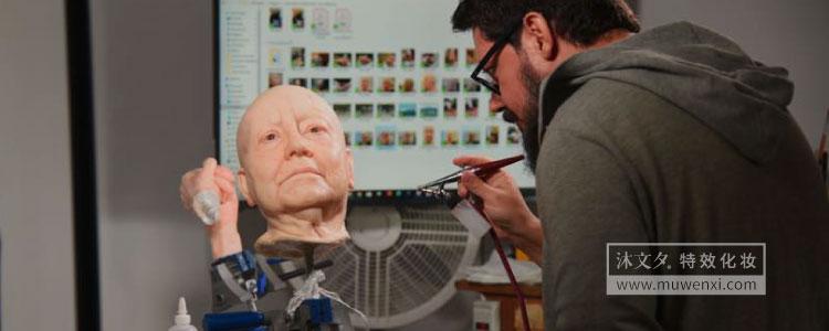 超现实主义雕塑师如何制作栩栩如生的人物